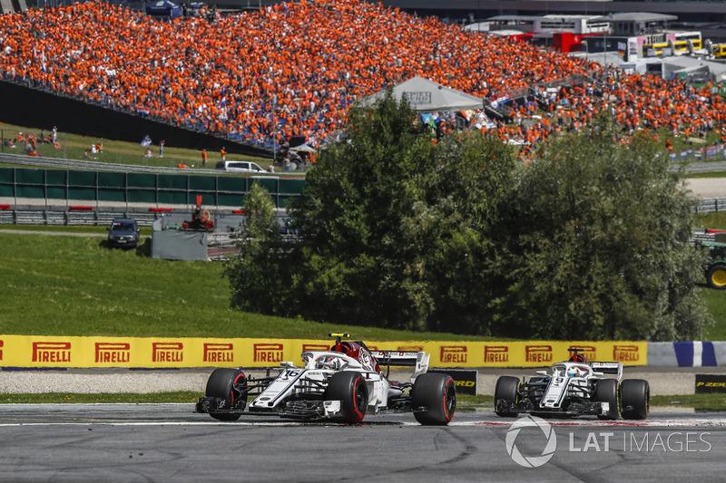 Charles Leclerc, Sauber C37 e Marcus Ericsson, Sauber C37