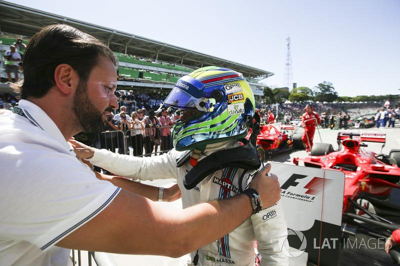 Felipe Massa, Williams, celebra en Parc Ferme que acaba en los puntos en su última carrera como local