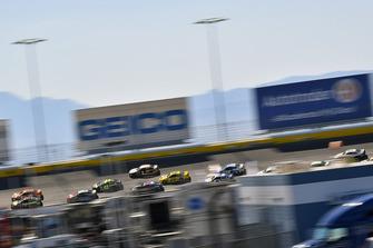 Brad Keselowski, Team Penske, Ford Fusion Autotrader y Martin Truex Jr., Furniture Row Racing, Toyota Camry 5-hour ENERGY