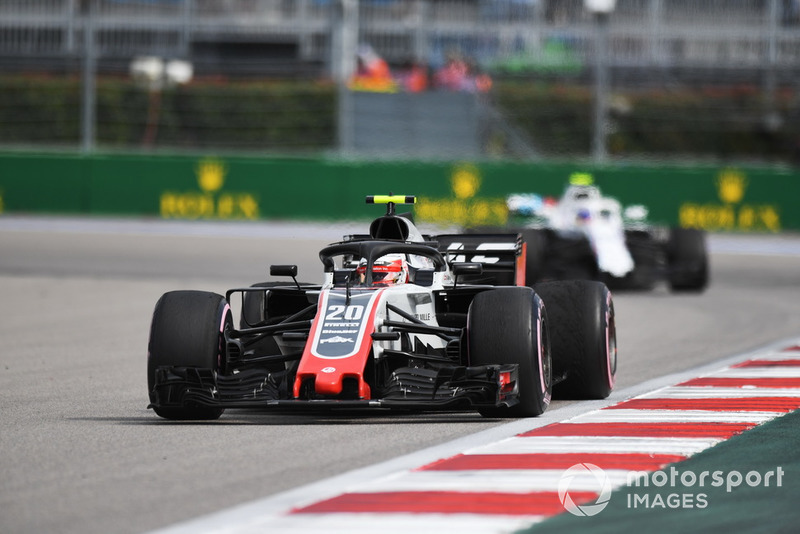 Kevin Magnussen, Haas F1 Team VF-18 y Sergey Sirotkin, Williams FW41