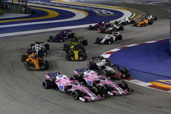 Esteban Ocon, Racing Point Force India VJM11 ve Sergio Perez, Racing Point Force India VJM11 startta