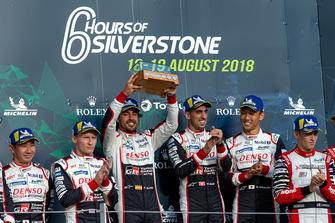 Podium: race winners #8 Toyota Gazoo Racing Toyota TS050: Sebastien Buemi, Kazuki Nakajima, Fernando Alonso