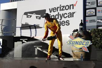 Ryan Hunter-Reay, Andretti Autosport Honda, sul podio con lo champagne