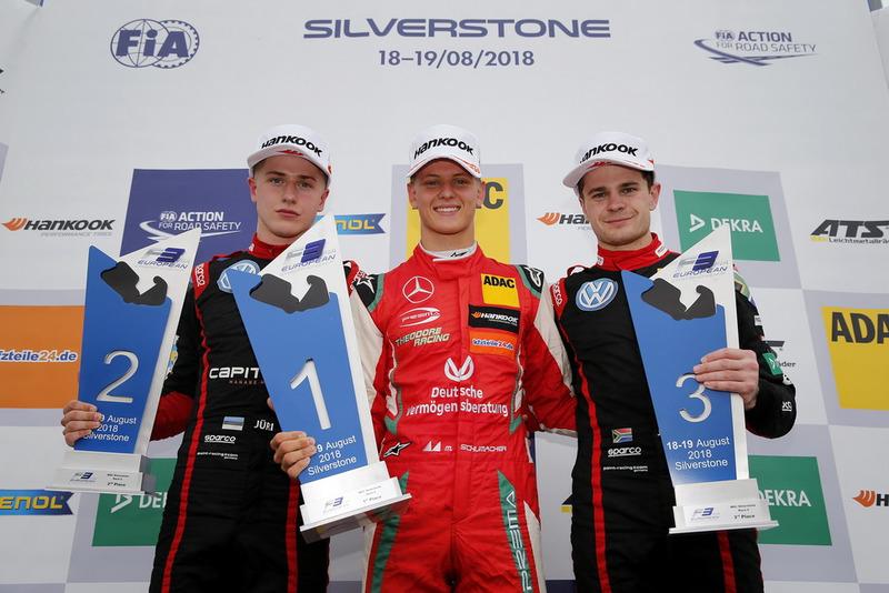 Podium : le vainqueur Mick Schumacher, PREMA Theodore Racing Dallara F317 - Mercedes-Benz, le deuxième Jüri Vips, Motopark Dallara F317 - Volkswagen, le troisième Jonathan Aberdein, Motopark Dallara F317 - Volkswagen