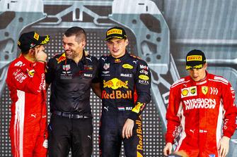 Победитель Макс Ферстаппен, Red Bull Racing, инженер Гийом Рокелен, второе место – Себастьян Феттель, третье место – Кими Райкконен, Ferrari