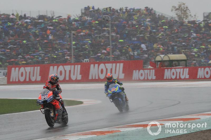 Переможець гонки Андреа Довіціозо, Ducati Team, друге місце Алекс Рінс, Team Suzuki MotoGP