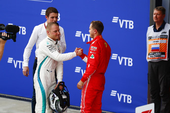 Valtteri Bottas, Mercedes AMG F1 and Sebastian Vettel, Ferrari congratulate each other