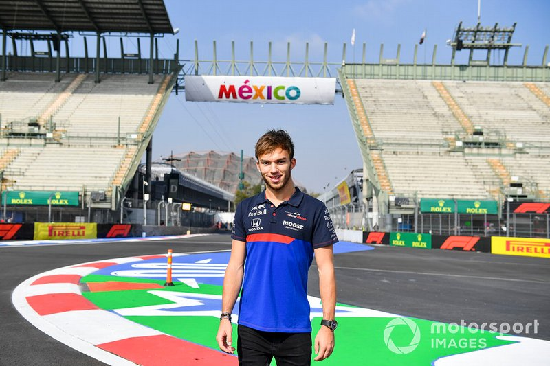 Pierre Gasly, Toro Rosso walks the track