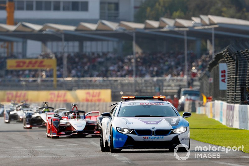 Pascal Wehrlein, Mahindra Racing, M5 Electro, segue la Safety Car