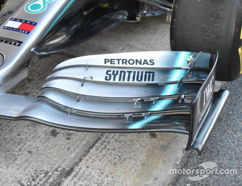 Переднее антикрыло Mercedes AMG F1 W10
