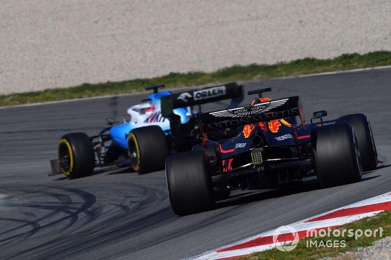 Max Verstappen, Red Bull Racing RB15, derrière Robert Kubica, Williams FW42