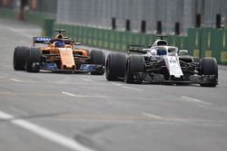 Sergey Sirotkin, Williams FW41 ve Fernando Alonso, McLaren MCL33