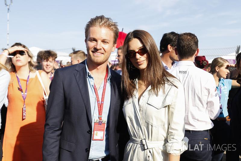 Nico Rosberg, Campione del Mondo di Formula 1, investitore Formula E, con la modella Emily Ratajkowski