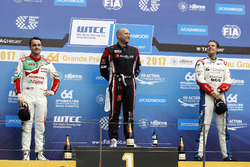 Podium: Race winner Rob Huff, All-Inkl Motorsport, Citroën C-Elysée WTCC, second place Norbert Michelisz, Honda Racing Team JAS, Honda Civic WTCC, third place Tom Chilton, Sébastien Loeb Racing, Citroën C-Elysée WTCC