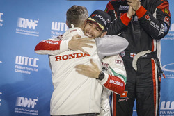 Podium: Esteban Guerrieri, Honda Racing Team JAS, Honda Civic WTCC met Tiago Monteiro, Honda Racing