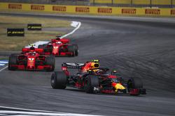 Max Verstappen, Red Bull Racing RB14 leads Kimi Raikkonen, Ferrari SF71H and Sebastian Vettel, Ferrari SF71H