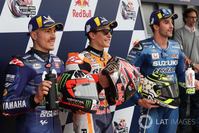 Le deuxième, Maverick Viñales, Yamaha Factory Racing, le poleman Marc Marquez, Repsol Honda Team, le troisième, Andrea Iannone, Team Suzuki MotoGP