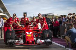 Ferrari mekanikeri Ferrari SF70H'le