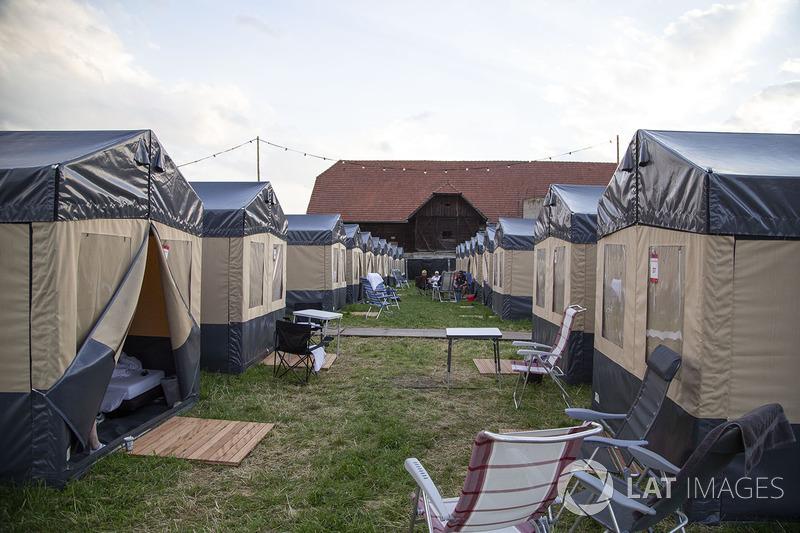 Taraftar çadırları