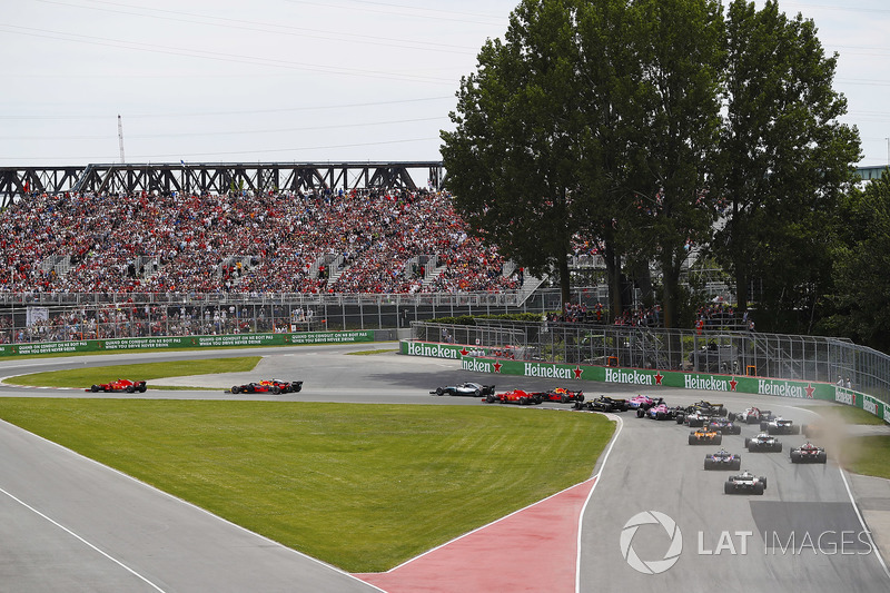Sebastian Vettel, Ferrari SF71H, precede Valtteri Bottas, Mercedes AMG F1 W09, Max Verstappen, Red Bull Racing RB14