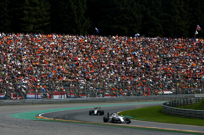 Felipe Massa, Williams FW38 Mercedes, ve Sergio Perez, Force India VJM09 Mercedes