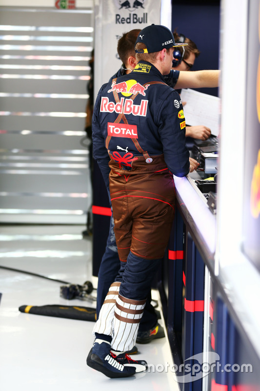 Max Verstappen, Red Bull Racing, Lederhosen yarış tulumu ile
