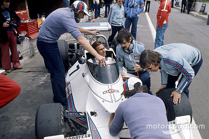 Carlos Reutemann, Brabham BT44B-Ford; Bernie Ecclestone; Gordon Murray; Herbie Blash