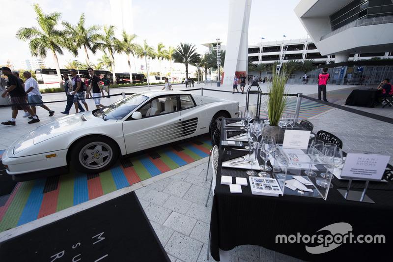 Miami Supercar se muestra en el área del fans