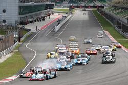 #35 Jackie Chan DC Racing Oreca Nissan 03R: Ho-Pin Tung, Gustavo Menezes, Thomas Laurent at the start of the race