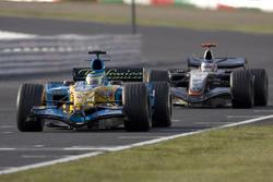Giancarlo Fisichella, Renault R25, leads Kimi Raikkonen, McLaren Mercedes MP4-20