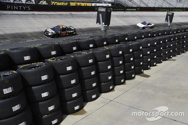 Martin Truex Jr Furniture Row Racing Toyota At Bristol