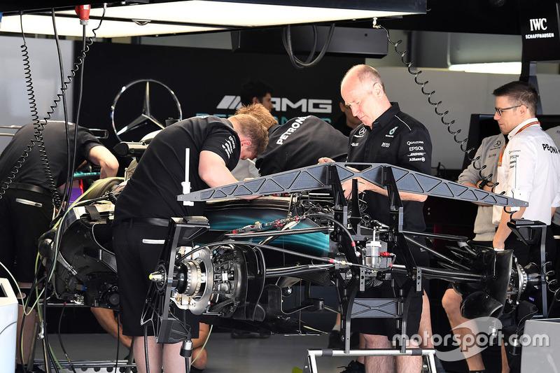 Шасі і передні гальма Mercedes AMG F1 W08
