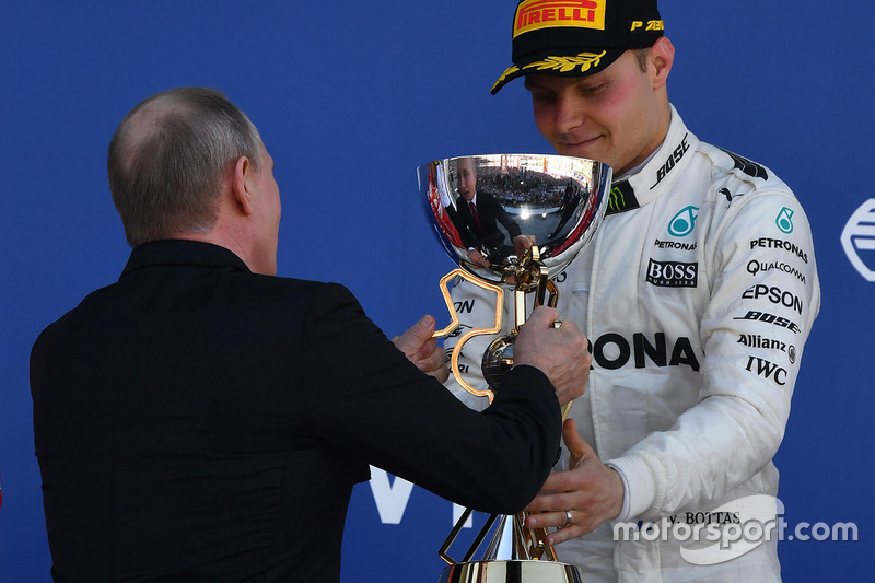 Vladimir Putin, President of Russia presents the trophy to race winner Valtteri Bottas, Mercedes AMG F1