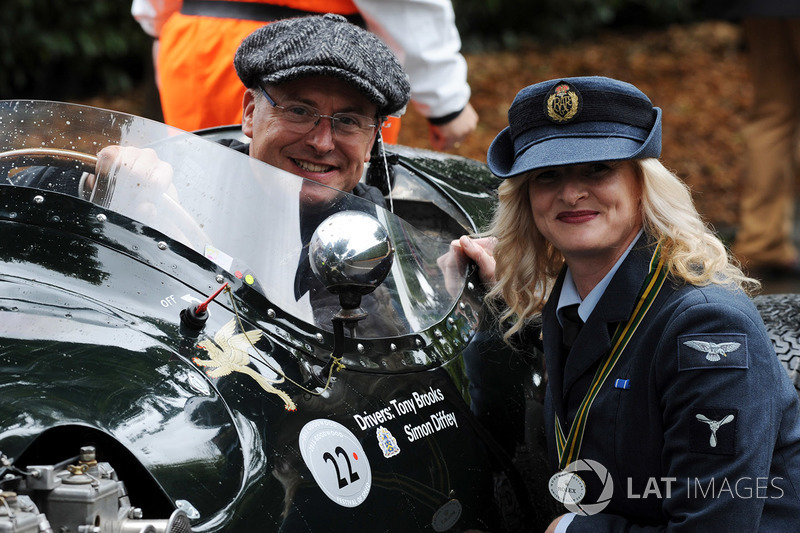 atmosphere simon diffey at goodwood revival on september 11th 2017
