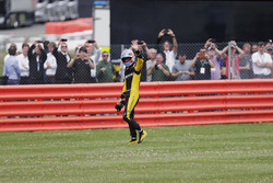 Jolyon Palmer, Renault Sport F1 Team, waves to his home crowd after retiring on the parade lap