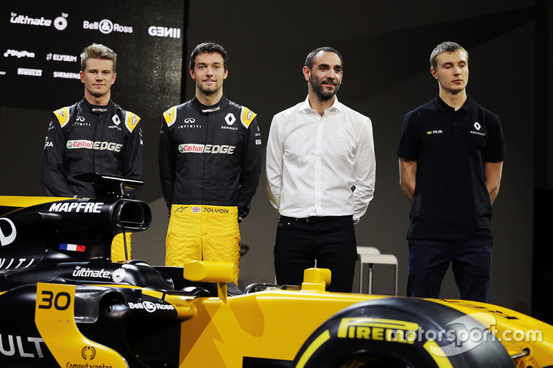 Nico Hulkenberg, Renault Sport F1 Team avec Jolyon Palmer, Renault Sport F1 Team; Cyril Abiteboul, directeur général Renault Sport F1; Sergey Sirotkin, troisième pilote Renault Sport F1 Team avec la Renault Sport F1 Team R.S.17