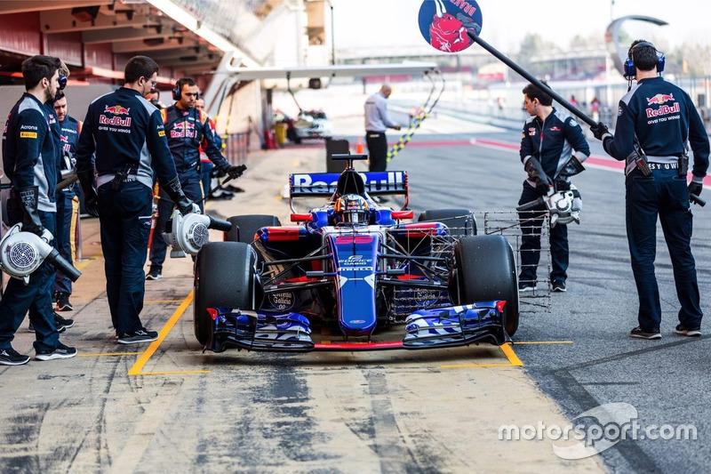 Carlos Sainz Jr., Scuderia Toro Rosso STR12 in Pit