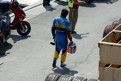 Fernando Alonso, Renault R24 after crashing