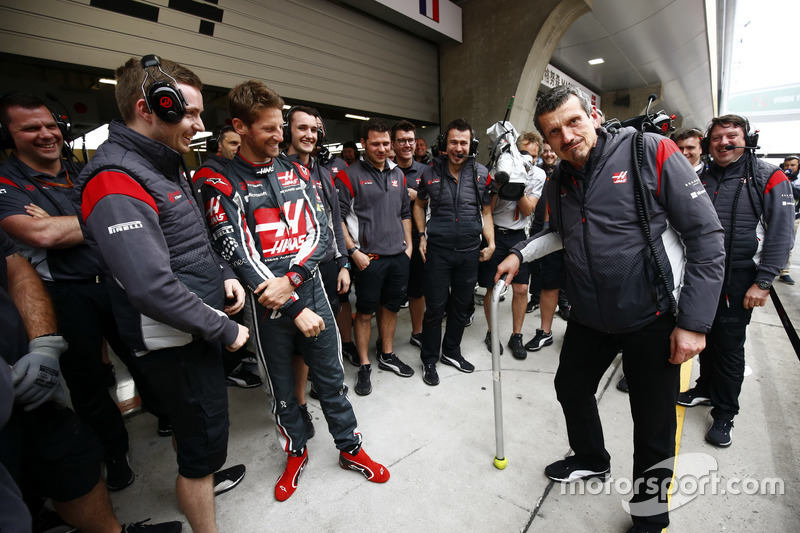 Guenther Steiner, Team Principal, Haas F1 Team, celebrates his 52nd birthday with colleagues, including Romain Grosjean, Haas F1 Team