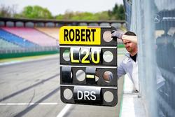 Boxentafel für Robert Wickens, Mercedes-AMG Team HWA, Mercedes-AMG C63 DTM