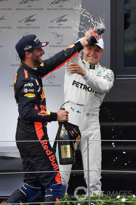 Podium: race winner Valtteri Bottas, Mercedes AMG F1, third place Daniel Ricciardo, Red Bull Racing