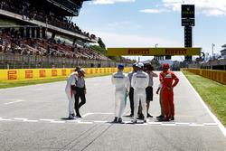 Fernando Alonso, McLaren; Valtteri Bottas, Mercedes AMG F1; Lewis Hamilton, Mercedes AMG F1; Sebastian Vettel, Ferrari