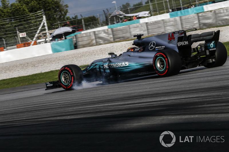 Lewis Hamilton, Mercedes-Benz F1 W08  bloquea en la frenada
