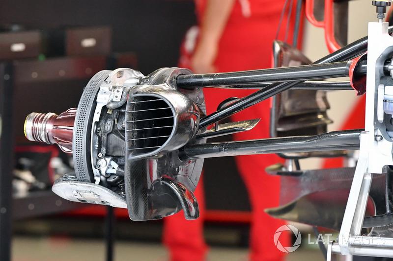 Повітропровід передніх гальм і кріплення колеса Ferrari SF70H
