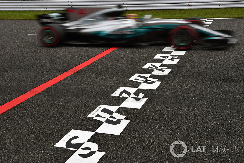 Lewis Hamilton, Mercedes-Benz F1 W08 and start and finish stripe