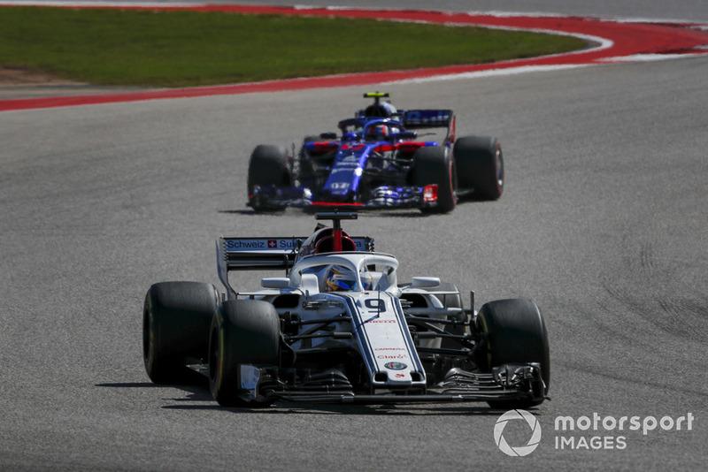 Marcus Ericsson, Sauber C37 y Pierre Gasly, Scuderia Toro Rosso STR13