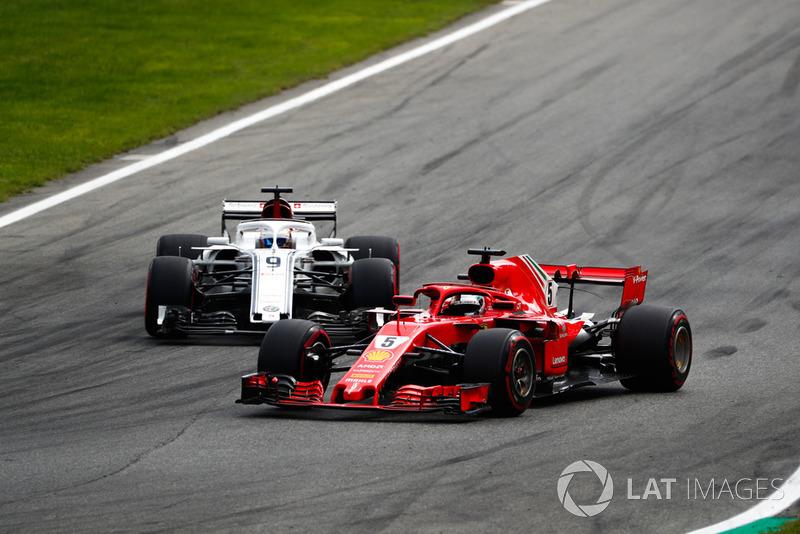 Sebastian Vettel, Ferrari SF71H, Marcus Ericsson, Alfa Romeo Sauber C37