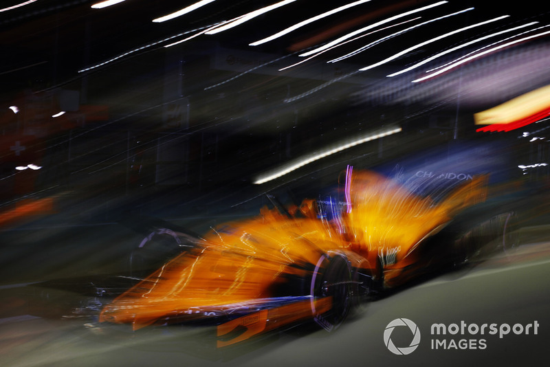 Fernando Alonso, McLaren MCL33 leaves the pits