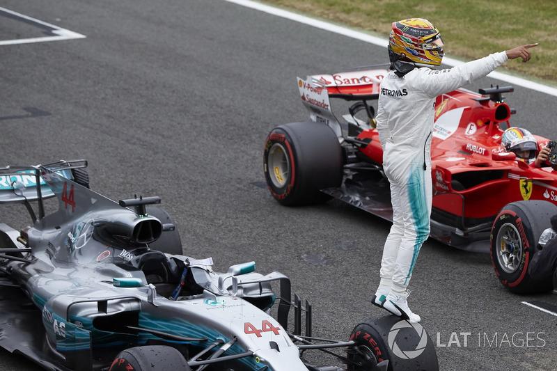 Lewis Hamilton, Mercedes AMG F1, celebra su Pole Position
