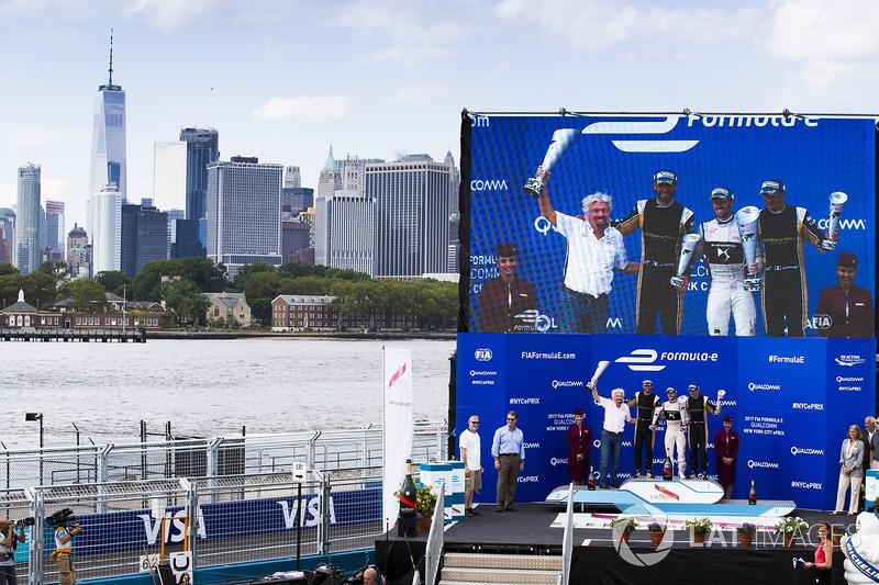 Podio: ganador de la carrera Sam Bird, DS Virgin Racing, segundo lugar Jean-Eric Vergne, Techeetah, tercer lugar Stéphane Sarrazin, Techeetah